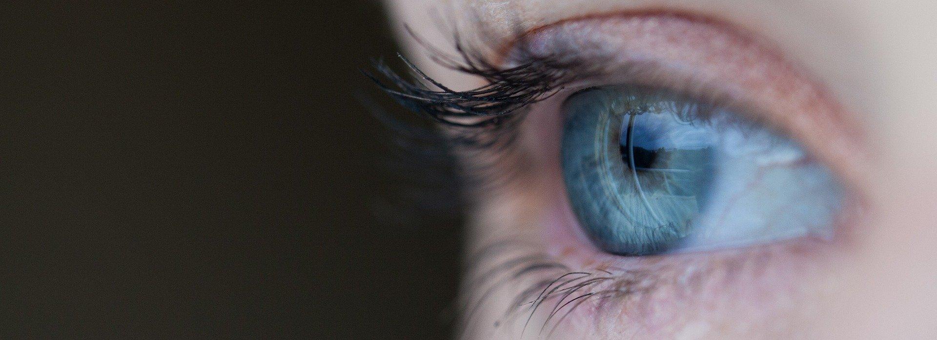 jak zakraplać oczy